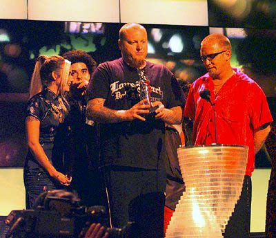 Bud and Eric receiving the Best Alternative Video award on MTV